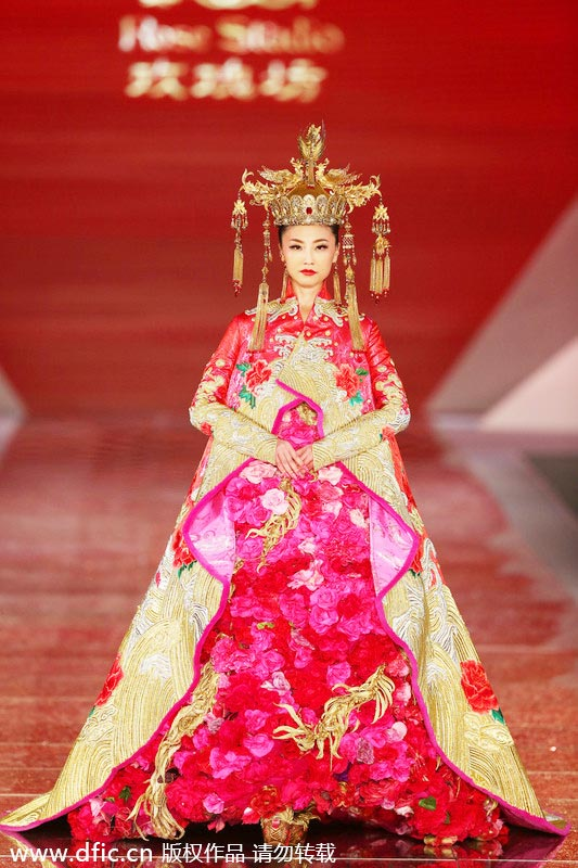 Chinese Wedding Dress.Traditional Chinese Wedding Dresses Presented In Shanghai 3