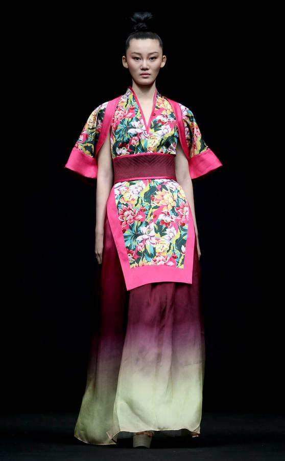 094d09b61 Traditional Chinese elements dazzle at China Fashion Week in Beijing ...