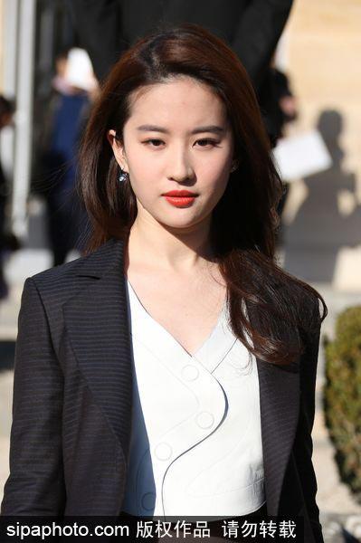 Yifei Liu: Liu Yifei Attends Fashion Show In Paris[1]- Chinadaily.com.cn