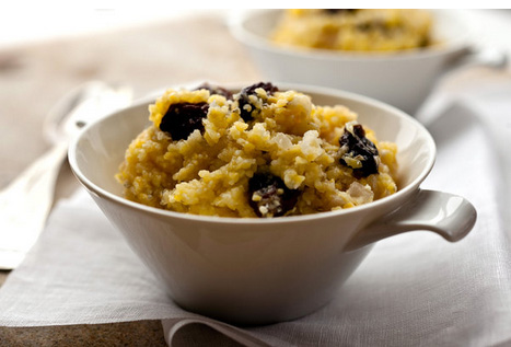 Greek polenta with onions and raisins