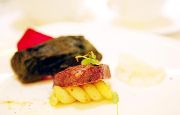 Steak wrapped in lotus leaves