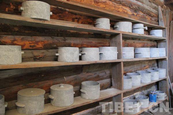 Traditional Tibetan cuisine: Lunang Stone Pot Chicken