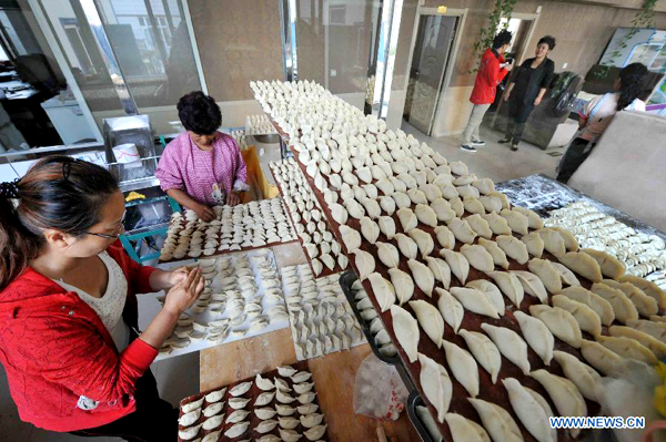 Residents cook dumplings for flood relief workers in Heilongjiang