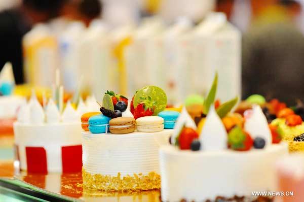 Delicate desserts displayed at Beijing exhibition