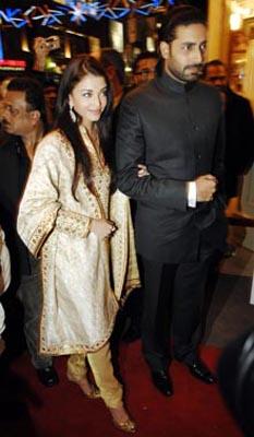 印度宝莱坞头号男星低调迎娶世界第一美女