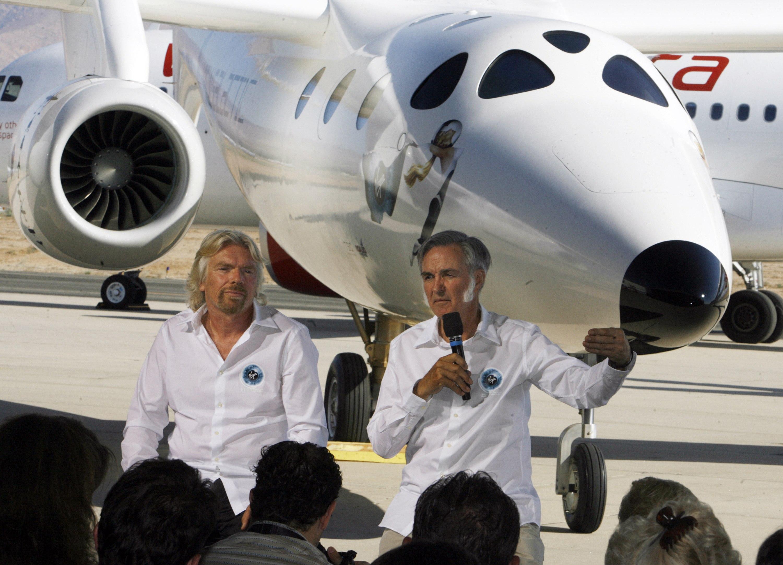 """""""维珍银河""""公司创始人理查德布兰森爵士和美国航天器设计家伯特鲁坦."""