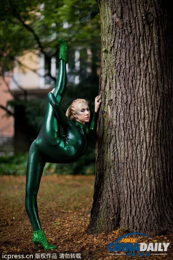 俄罗斯柔术美女绿色紧身衣表演 +中文国际