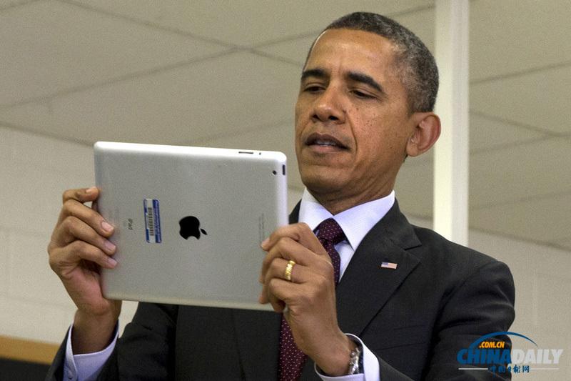 奥巴马教室内玩ipad 承诺向学校推广无线科技