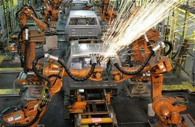 资料图片:克莱斯勒汽车公司在美国底特律的生产车间高清图片