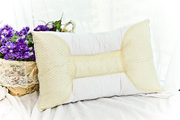 颈椎病用什么枕头效果好 竹炭颈椎枕头有用吗图片