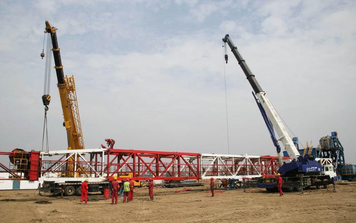 石油公司在阿联酋迪拜正式签署了伊拉克西古尔纳Ⅱ油田钻井总承包合同图片