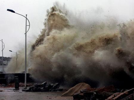 南海上生成的台风基本上不再在我国登陆,我国东南沿海受台风影响甚微