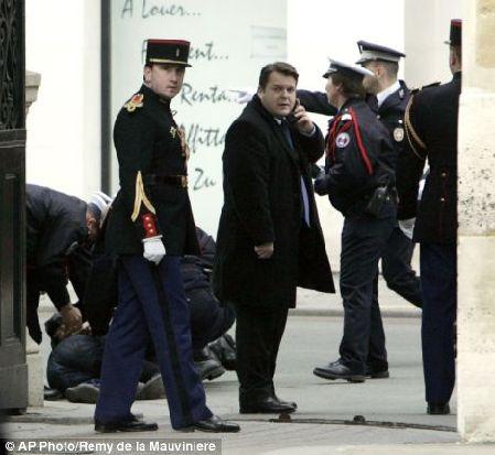 持刀男子闯爱丽舍宫 被指欲杀总统萨科齐