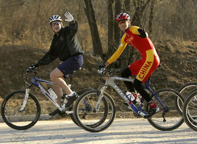 5年访华期间在北京骑自行车锻炼-美国总统37年访华路图片