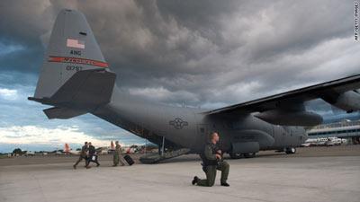 1月13日,美国派出的救援飞机和人员抵达太子港.