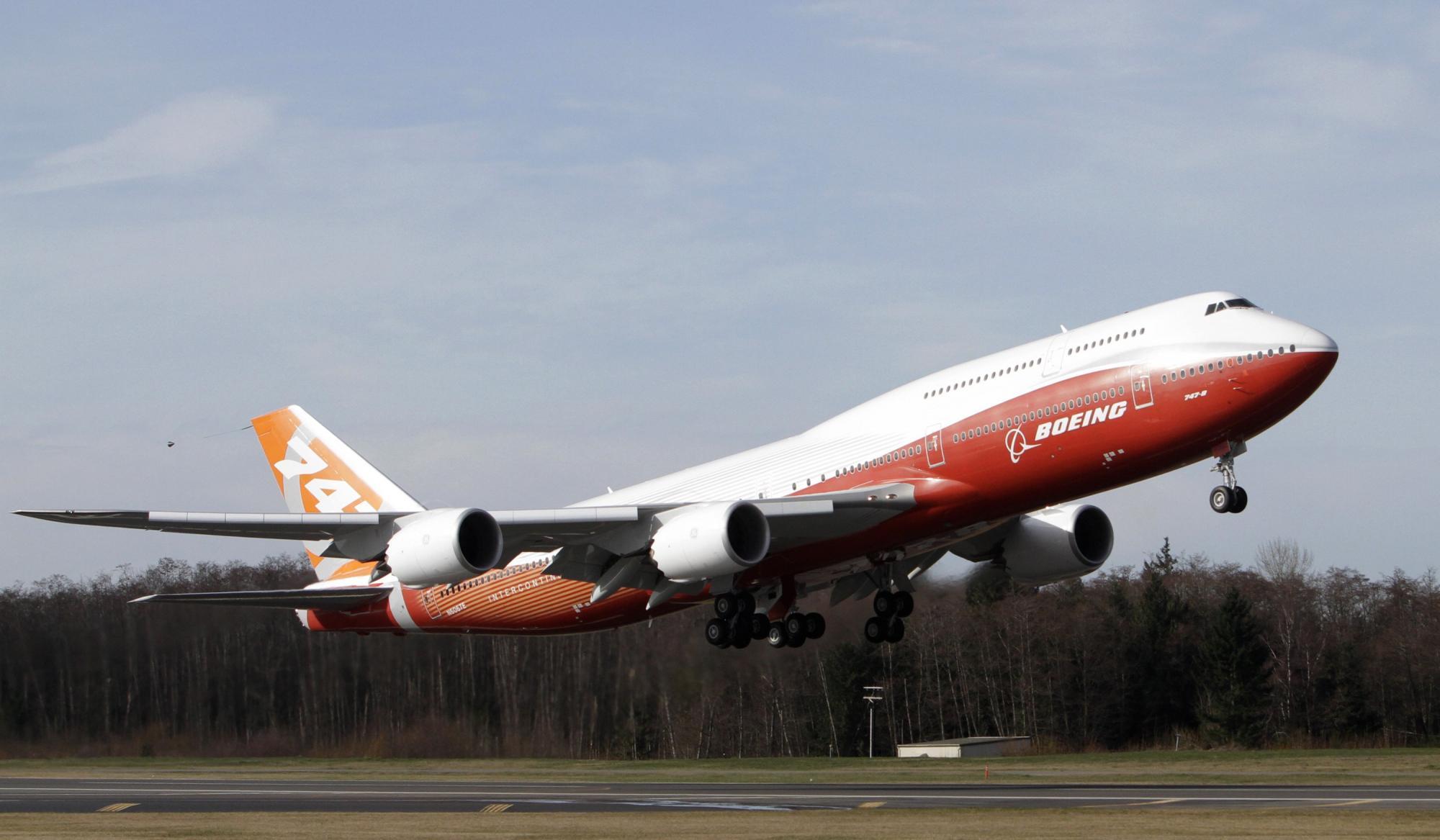 波音747 8型洲际客机完成首次试航