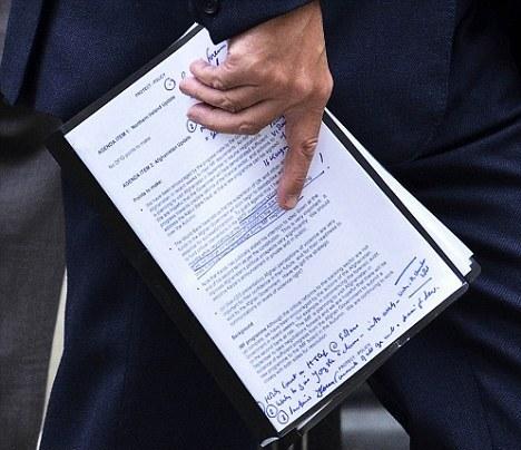 英国内阁泄漏机密文件 政府被曝欢迎卡尔扎伊