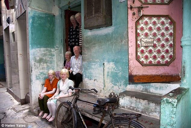 最大 世界 普兰/快乐的一家:普兰一家全是白化病人,住在德里一处只有一间卧室...