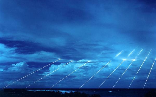 只有大国才能玩的神器:固体燃料潜射洲际导弹