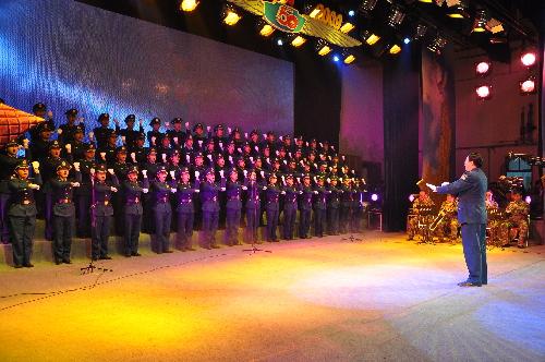 合唱团成员们唱起了他编排的《团结就是力量》.图片