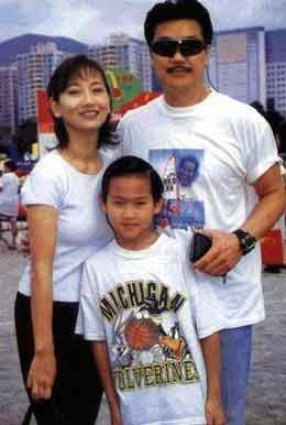赵雅芝/赵雅芝和丈夫可是娱乐圈中的模范家庭典范