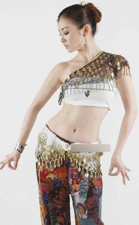 女人流行跳肚皮舞