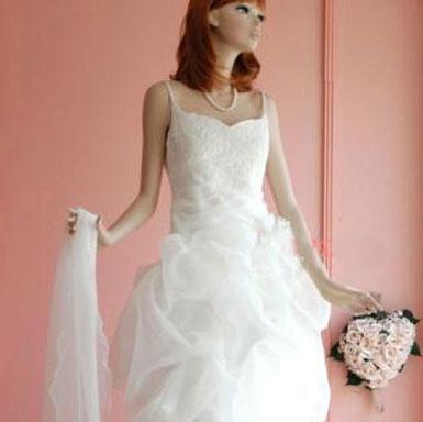 芭比娃娃也穿性感婚纱