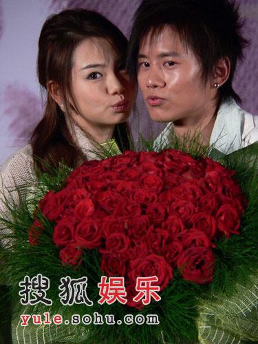 张杰北京遭恶搞美女戚薇送完靓汤送香吻亮丽靓丽美女图片