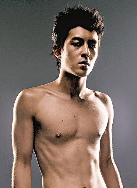 男明星性感写真秀胸肌最强-上古卷轴5性感链甲图片