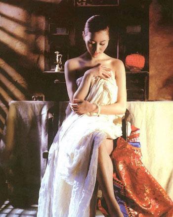 汤加丽大胆人体艺术下体_0时代的裸体加速度 2001年1月11日,中国首届人体摄影艺术展在广州举