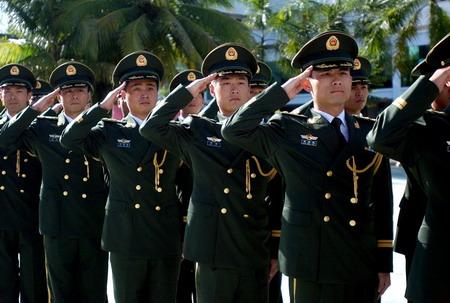 中国武警部队换新装
