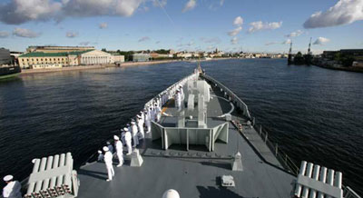 中国海军舰艇编队首次访问俄罗斯圣彼得堡
