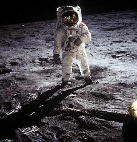 阿波罗 11号宇航员阿尔德林在月球表面