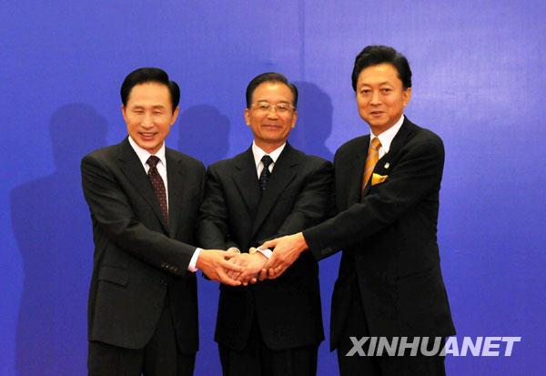 日本首相小渊惠三,韩国总统金大中举行非正式早餐会,开启了中日韩三国图片