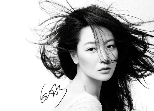 白冰2012年时尚写真大片性感台历a时尚迷人齐刘海两边铲莫干西图片
