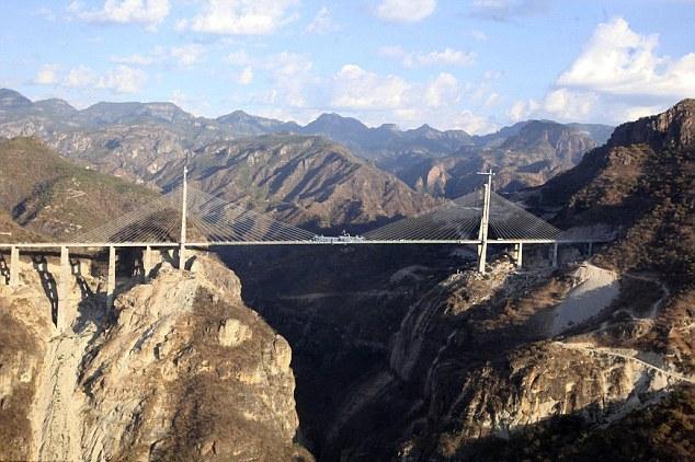 世界最高吊桥墨西哥通车 历经4年造价上亿美元