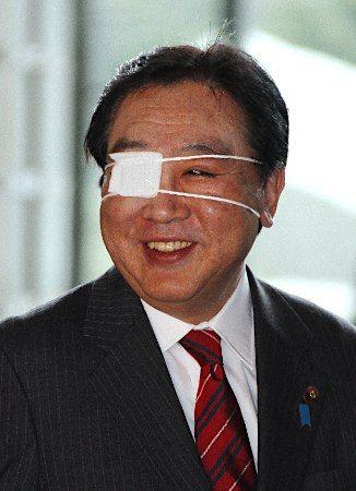 纱布独眼龙_日本首相野田佳彦深夜摔倒眼睛受伤 - 中文国际