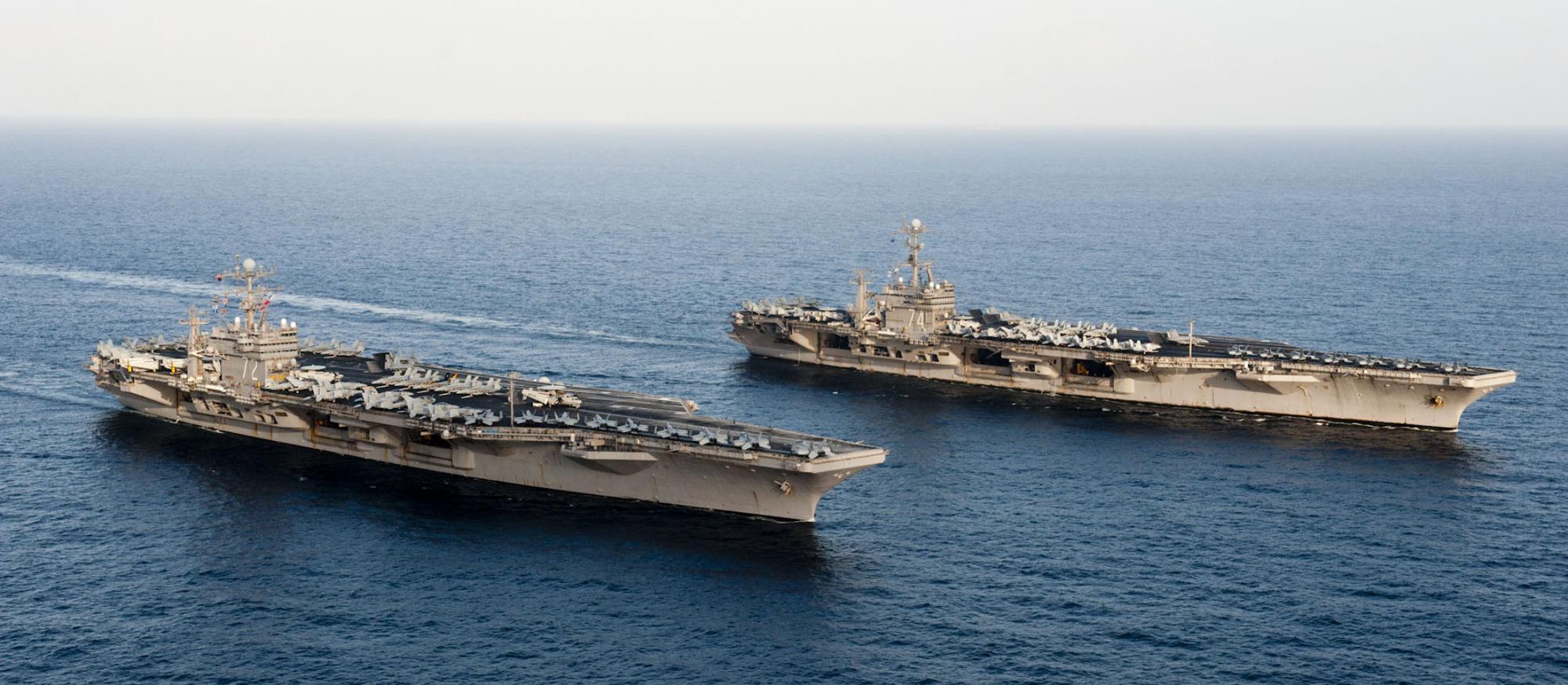 美国航母编队穿越霍尔木兹海峡 伊朗态度软化