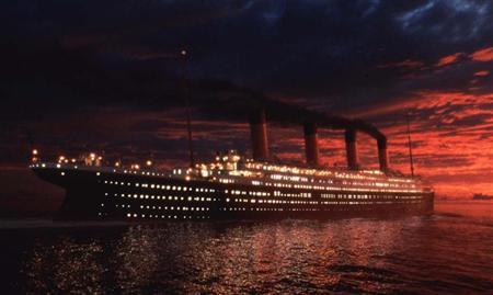 泰坦尼克号地点_2004年的照片展示了在泰坦尼克号沉没地点的