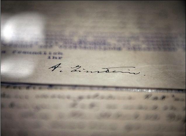 爱因斯坦生前8万份笔记 信件将通过网络公开发布