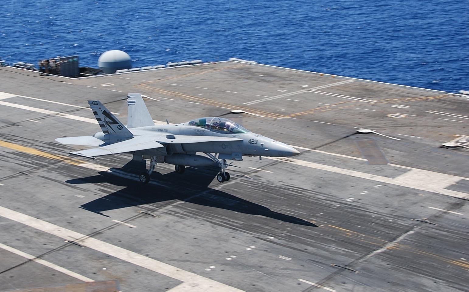 高清��.�9�)��,yf_美海军一架战斗机撞入民宅 飞行员弹射逃生共致9人受伤