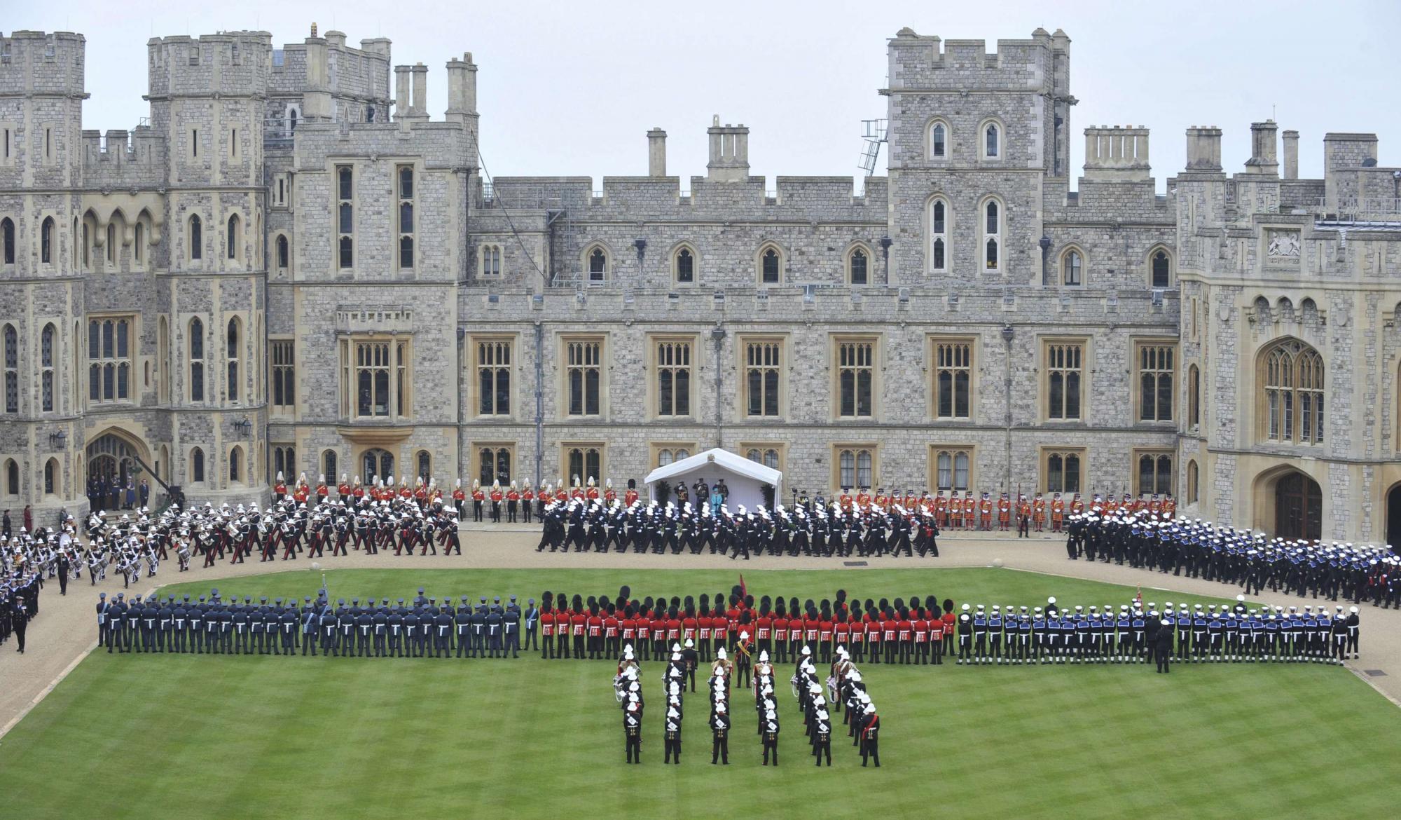 图:英国登基盛大阅兵式举行高中庆祝60周年怎样丛书学怎样·女王语文学图片