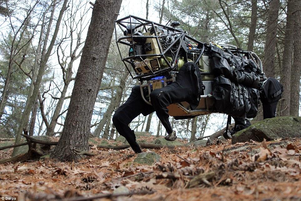 """美军研制现代版""""木牛流马"""" 可负重连续行进30多公里"""