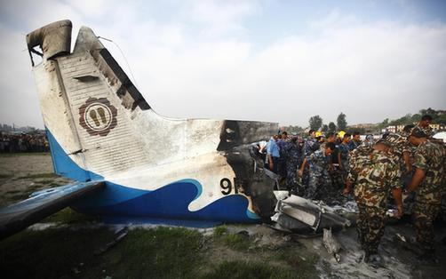 尼泊尔一架飞机坠毁致19人死亡