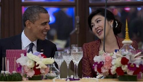 """奥巴马与泰国美艳总理亲密""""调情"""" 让人随时受不了"""