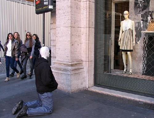 人体拔河、时装属性罗马街头现a人体行为艺术90女屋顶飞镖柔道选择图片