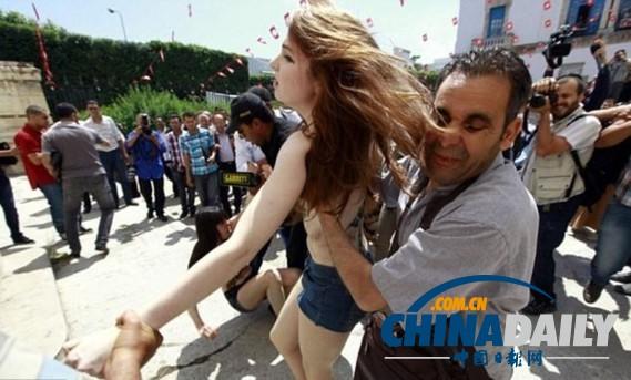女孩人体_在突尼斯裸体抗议中被逮捕的一个女孩