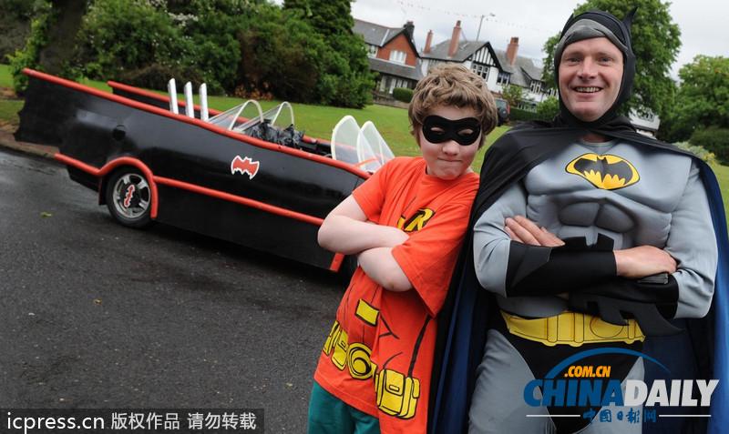 英国父子共同打造蝙蝠车 大玩 角色扮演 超拉风
