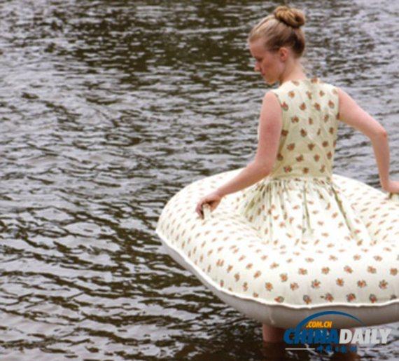 """一位澳大利亚艺术家设计出了可充气的""""小船连衣裙"""