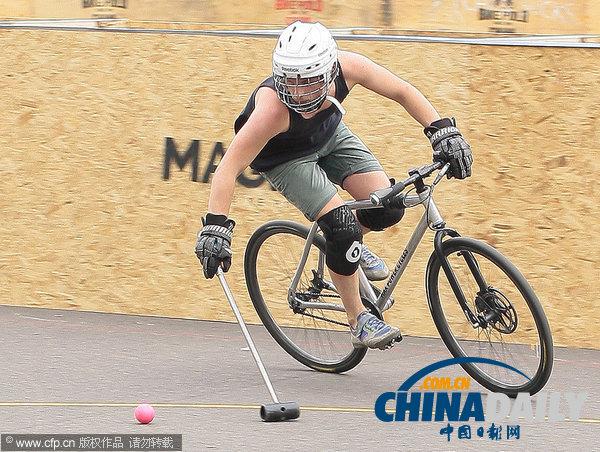 古老运动流行新玩法 自行车马球伦敦街头受追捧